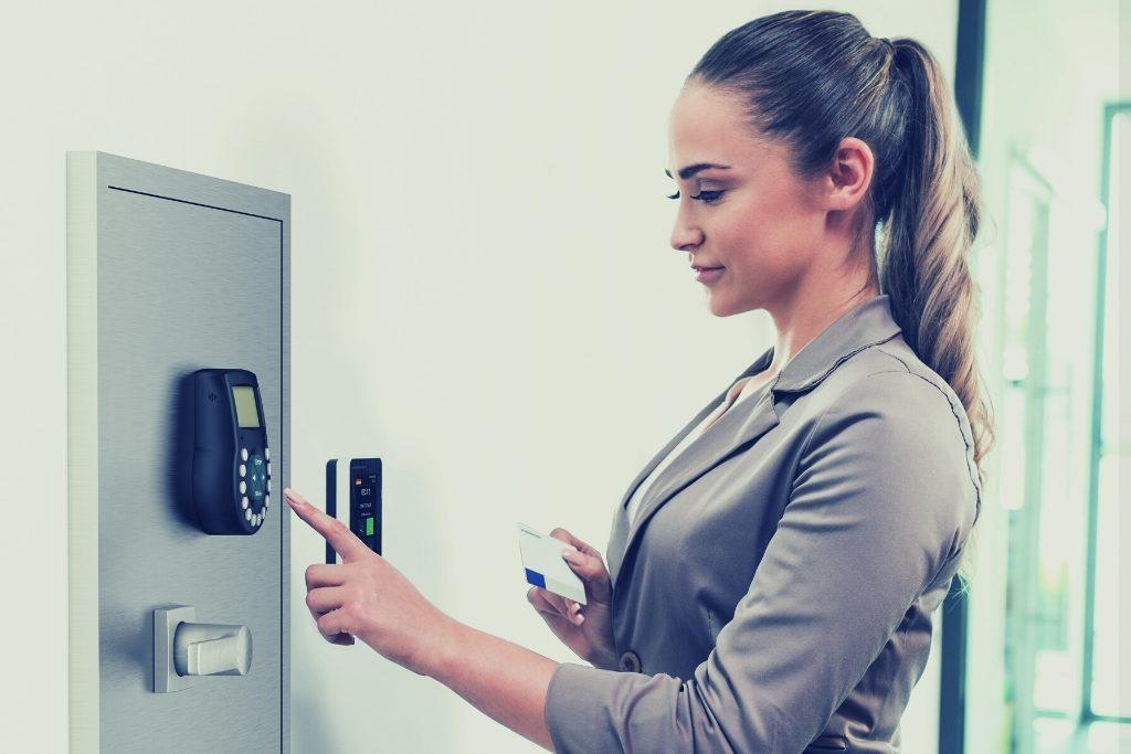 How IoT Smart Locks Deter Theft in Commercial Premises