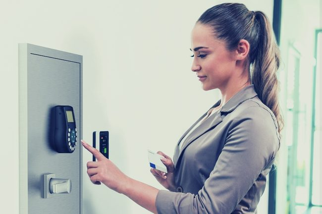 How IoT Smart Locks Deter Theft in Commercial Premises