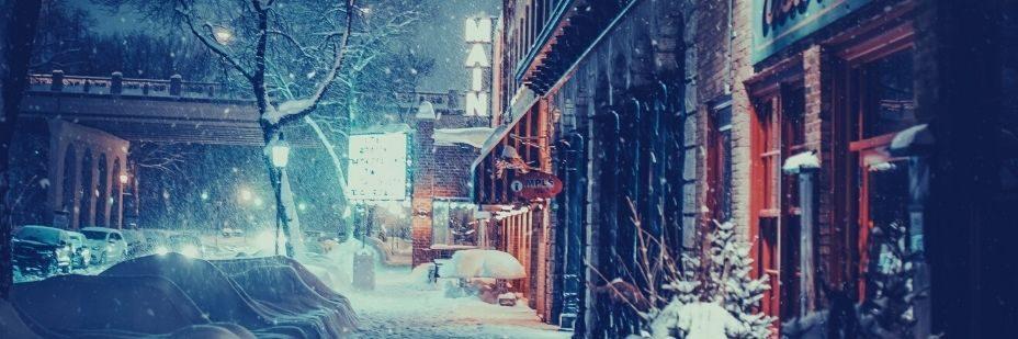 """Image d""""une rue ensevelie par la neige"""