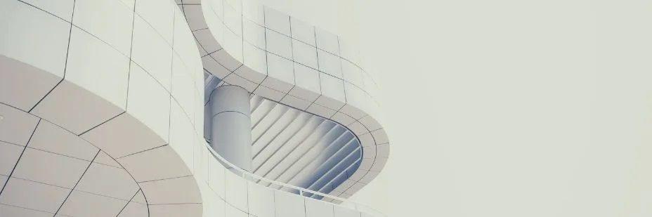 Photo d'un bâtiment courbé