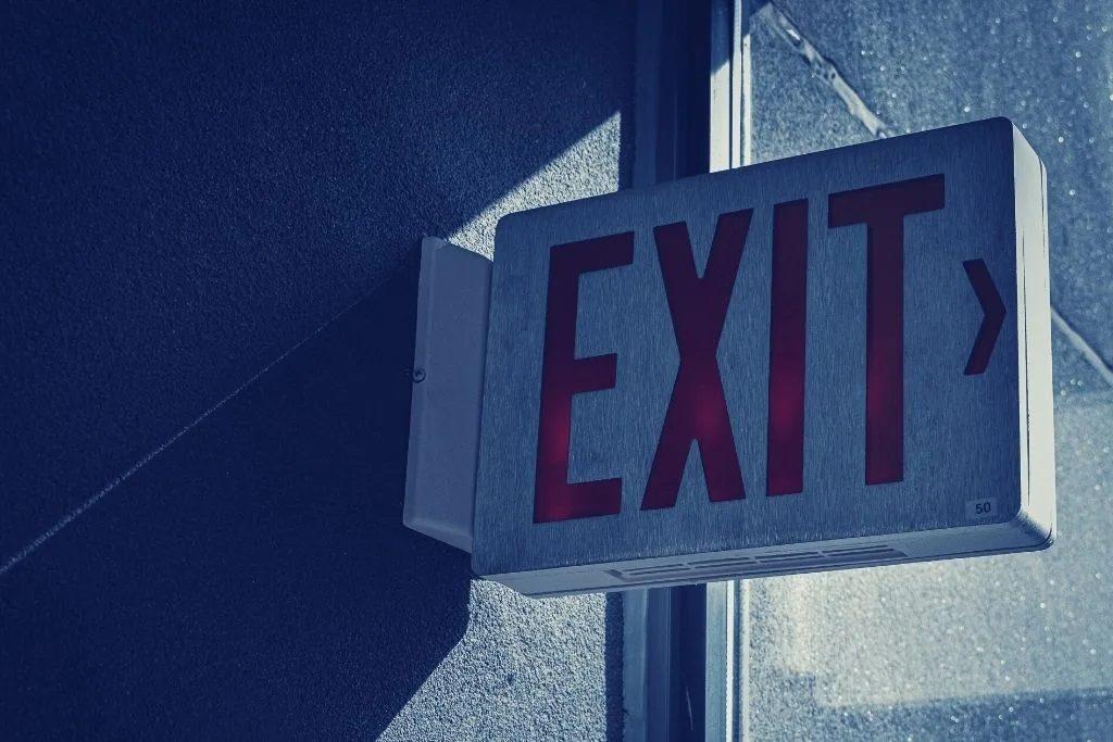 """Pancarte ou il y a ecrit """"exit"""""""